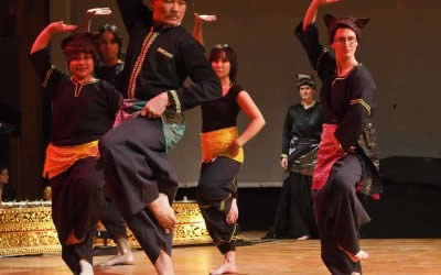 Randai Show: Music-Theatre and Dance from Sumatra