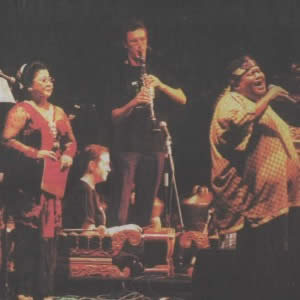 Waldjinah and Slamet Gundono perform Singa Edan with Gamelan Padhang Moncar
