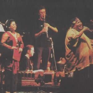 Waldjinah and Slamet Gundono perform Singa Edan with Gamelan Padhang Moncar