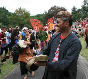 Budi Putra performing Sumatran music in WOMAD 2012 parade