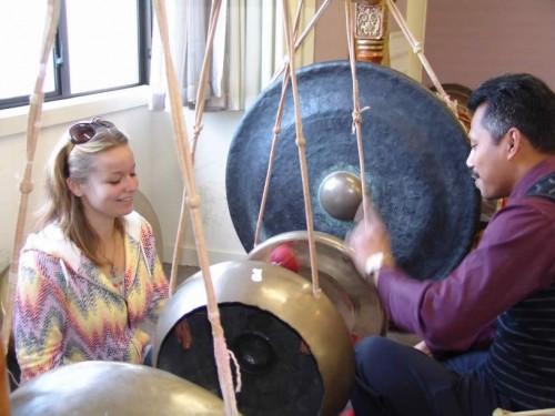 Budi Teaching Gong Smaller