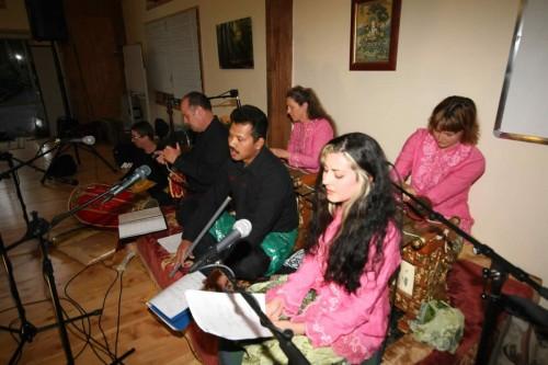 Performance Budi Sings