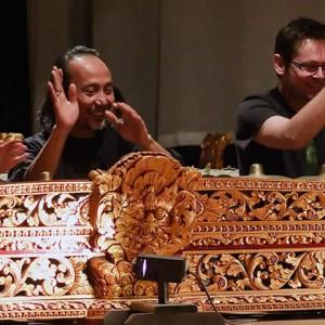 GTJ: Jo Hilder, Yudane and Gareth Farr rehearse reyong (2009)