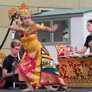 Mahayoni Widnyana dances Margapati accompanied by Gamelan Taniwha Jaya at the Southeast Asian Night Market, 13 March 2015