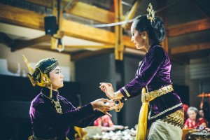 Bathara Saverigadi Dewandoro and Yani Wulandari in Beksan Enggar-Enggar