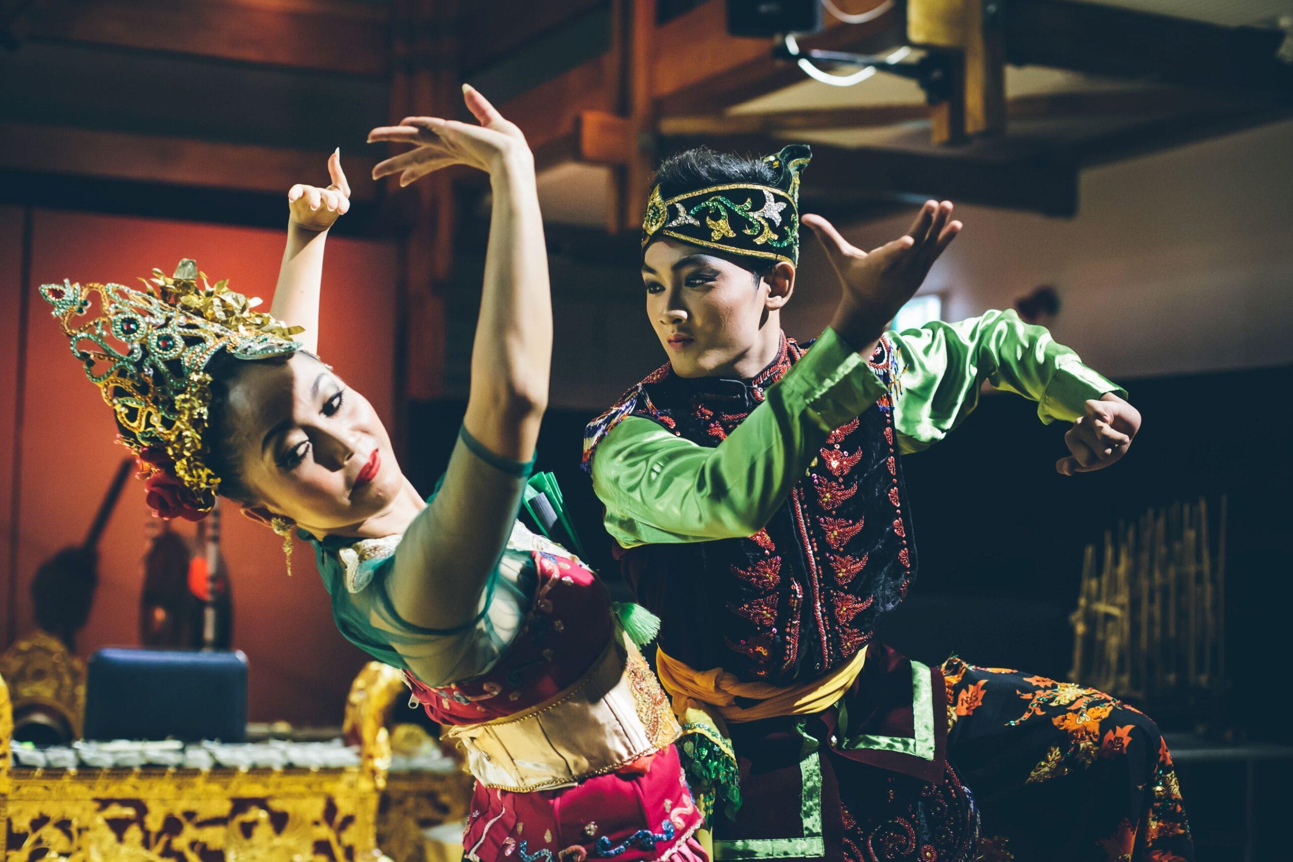 Bathara Saverigadi Dewandoro and Yani Wulandari in Bajidor Kahot