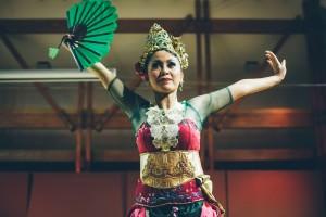 Yani Wulandari performs Bajidor Kahot