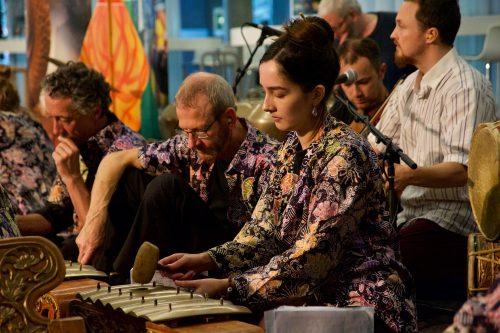 Gamelan Padhang Moncar performing